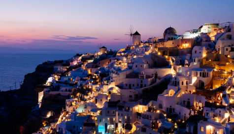 Santorini: What you will see on the most beautiful island of Greece.